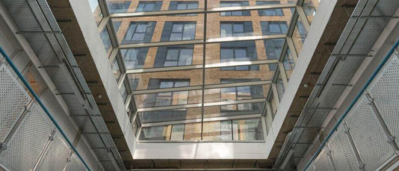 Атриумы — архитектурные особенности и специфика мойки стеклянных крыш