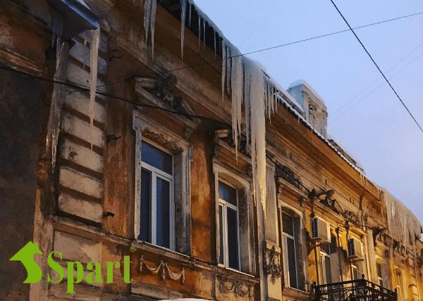 Очистка наледи в Харькове